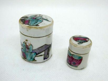CHINE     Pots à onguent en porcelaine décoré...
