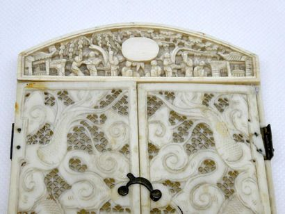 CHINE    Cadre en ivoire sculpté et ajouré    Canton fin XIXe