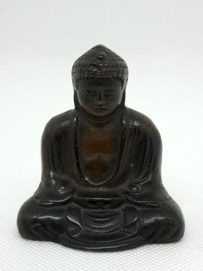 CHINE    Peti buddha assis en bronze à patine...