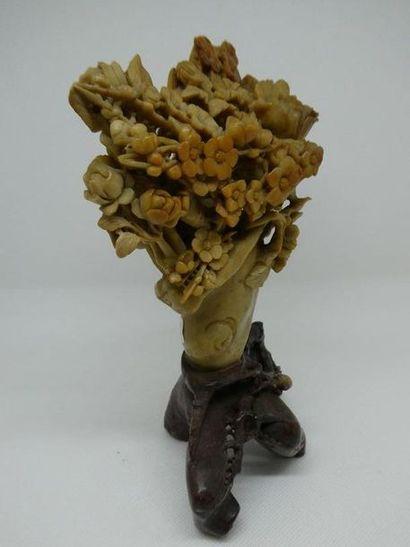 """Groupe pierre dure """"vase de fleurs"""".    Dim. : 21,5 x 16 x 7 cm"""