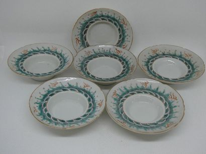 CHINE    Suite de six coupelles en porcelaine...