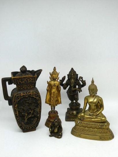 CHINE    Ensemble comprenant un petit buddha...
