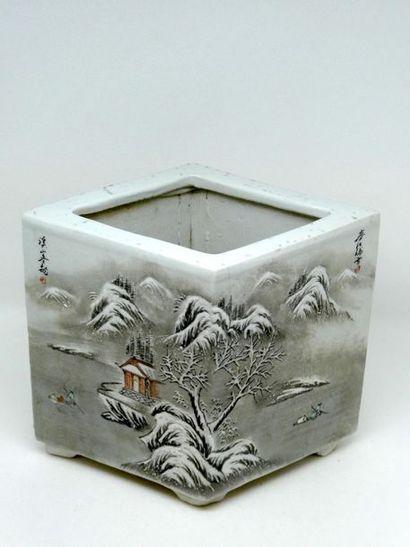 CHINE    Cache pot en porcelaine blanche...