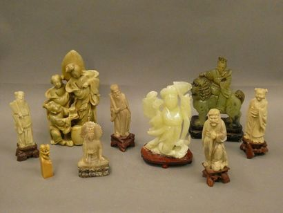CHINE    Ensemble de neuf statuettes en pierre...