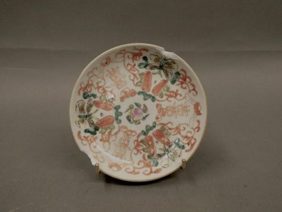 Coupelle en porcelaine emaillée.    Diam. : 13,5 cm