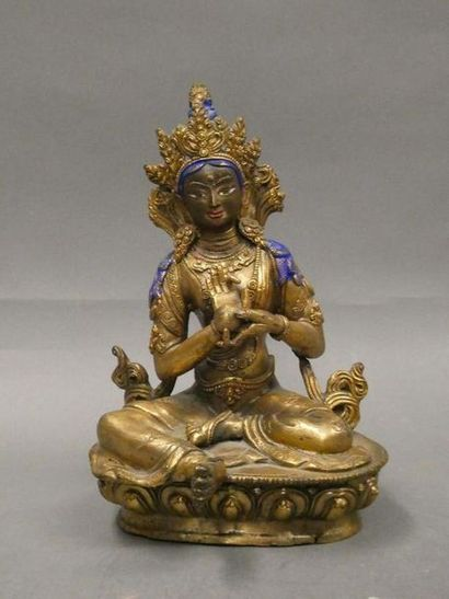 Asie du Sud Est    Divinité en bronze doré...