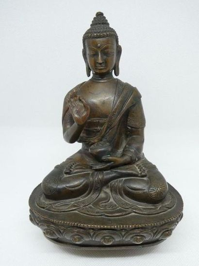 CHINE    Bouddha en bronze XIXème.    H....
