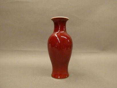 CHINE    Vase en porcelaine sang de bœuf...