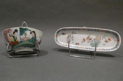 CHINE    Petit bol en porcelaine et coupelle...