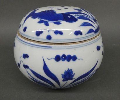 CHINE    Pot couvert en porcelaine blanc...