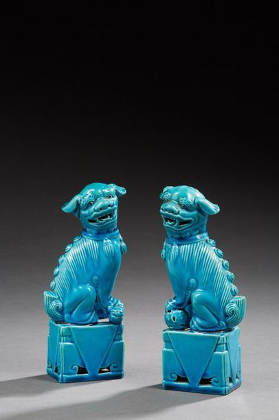 CHINE    Paire de chiens de Fô en porcelaine...
