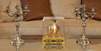 PAIRE DE FLAMBEAUX formant candélabres à trois lumières en métal argenté, modèle...