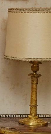 BOUGEOIR en bronze ciselé, moleté et doré...