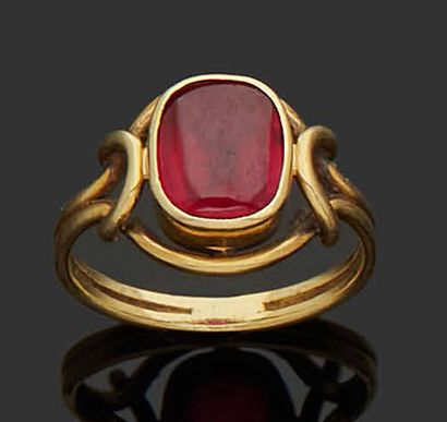 RING in 18K (750) yellow gold set with a...