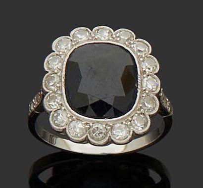 MARGUERITE RING in 18K (750) white gold set...