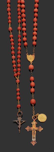 CHAPELET en or jaune 18K (750) et perles...