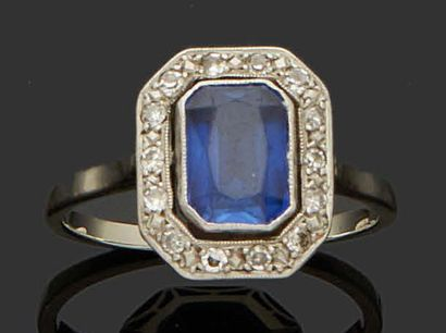 RING in 18K (750) white gold set with a rectangular...