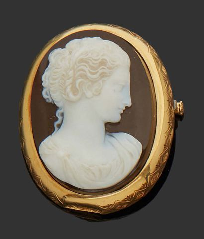 18K (750) yellow gold cameo with a profile...