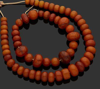 COLLIER en perles d'ambre présumé en chute....