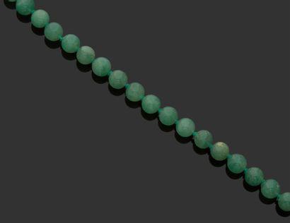COLLIER en perles de chrysoprase. Travail...