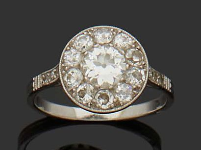 Platinum ring set with a daisy of diamonds....