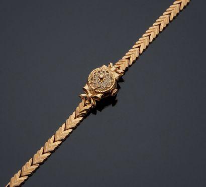 MONTRE en or jaune 750 mm, à couvercle ajouré...