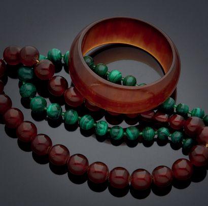 ENSEMBLE comprenant un collier et un bracelet...