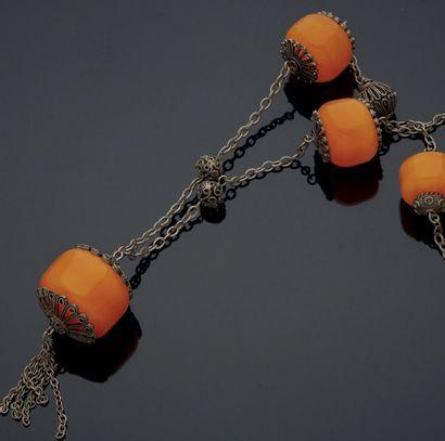 COLLIER composé de cinq grosses perles en...