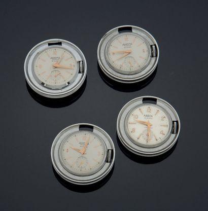 ENSEMBLE de quatre petites montres de poche...