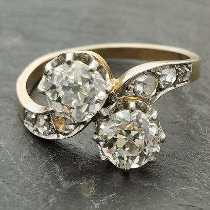 BAGUE TOI & MOI en or jaune 750 mm et platine ornée de deux diamants de taille ancienne...