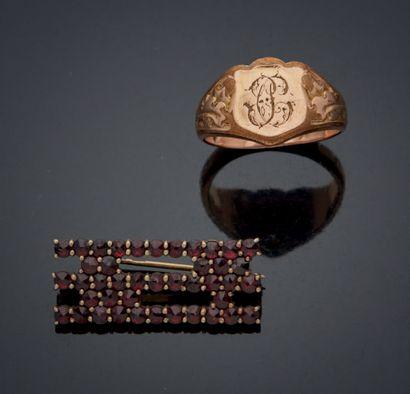 BAGUE CHEVALIÈRE d'homme en alliage d'or rose 585mm ciselé de feuillages et d'initiales...