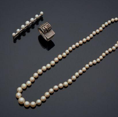 ENSEMBLE comprenant un collier en chute de...
