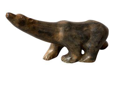 P. CHENET (XXE)  Sculpture en alliage cuivreux à patine brune figurant un ours marchant...