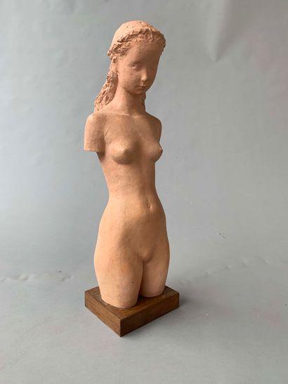Gunnar NILSSON (1904-1995)  Sculpture en terre cuite figurant une femme nue  Signé...