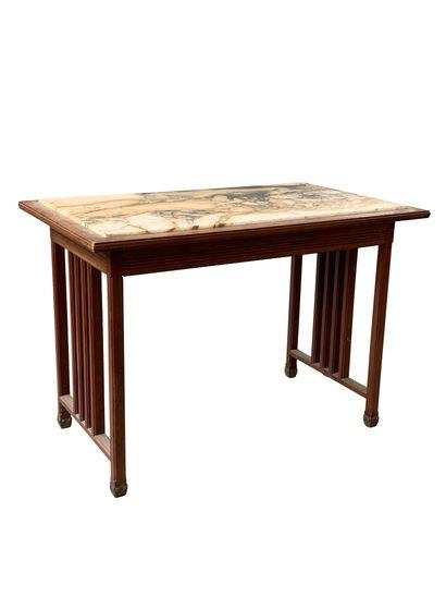 Travail belge 1900  Table en placage de chêne...
