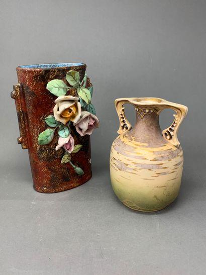 AMPHORA  Petit vase en porcelaine émaillée...