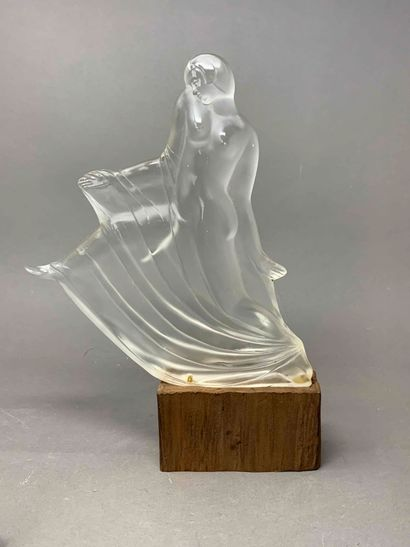 Travail Français  Sculpture en verre figurant...