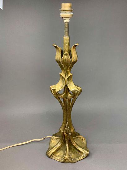 Travail Art Nouveau  Pied de lampe en bronze...