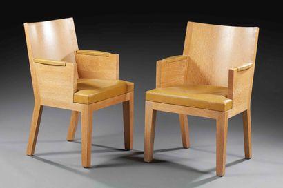CHRISTIAN LIAIGRE (1943-2020)  Paire de fauteuils en chêne  Assise en cuir  H :...