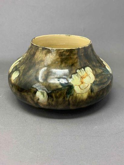 Travail ANGLAIS 1900  Vase en céramique émaillée...
