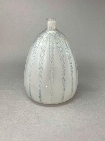 René LALIQUE (1860-1945)  Vase « Fougères...