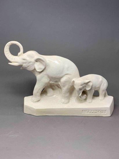 L. FRANCOIS (XXe)  Sculpture en céramique...