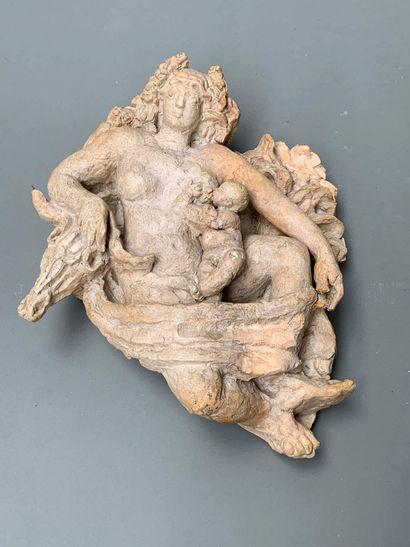 TRAVAIL 1940  Sculpture formant applique en plâtre figurant une femme drapée dans...