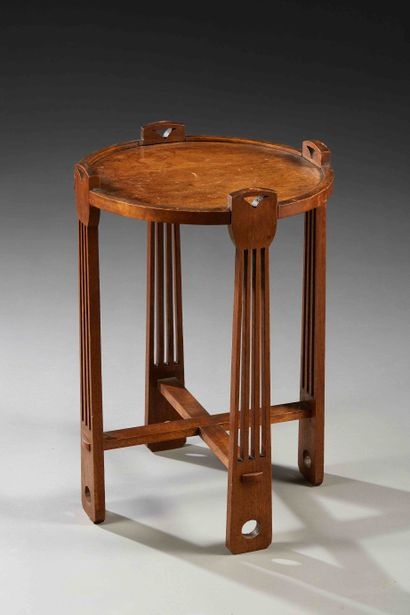 Arts Crafts  Guéridon en bois vernis à plateau...