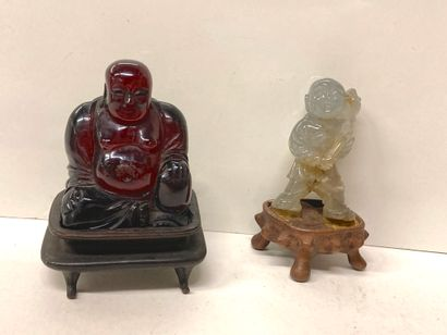 Ensemble comprenant un petit Bouddha en ambre...