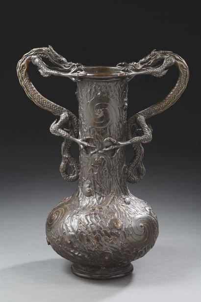 JAPON - Début XXe siècle  Grand vase à panse...