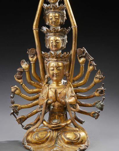 ART SINO-TIBETAIN Rare figurine en bronze ciselé et doré représentant la déesse Tara...