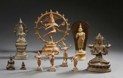 Ensemble de dix figurines divinités comprenant:...