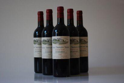 Une caisse de six bouteilles de Château Troplong...