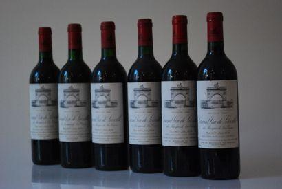 Une caisse de six bouteilles de Château Léoville...